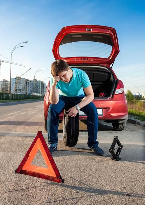 coches-seguridad-pinchazos-rueda-de-repuesto-senalizacion-averia