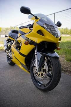 moto-amarilla_0
