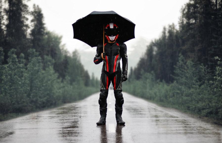 Conducir motos con lluvia
