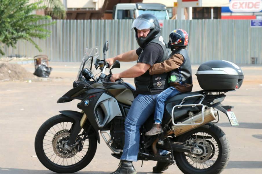 Niños en moto: con mucho cuidado