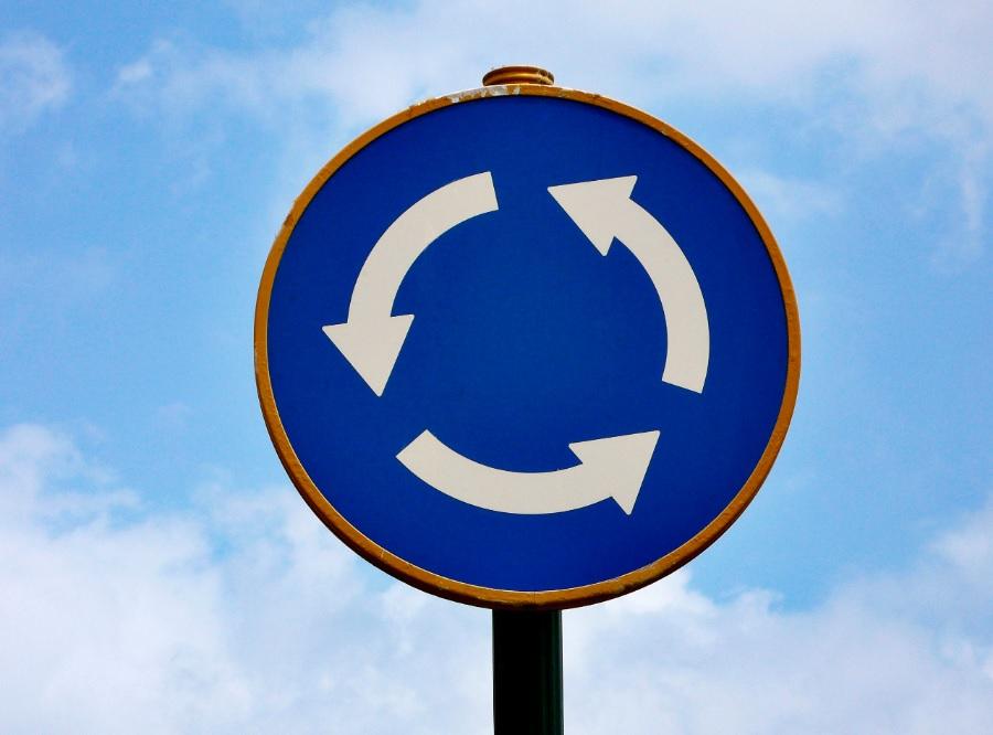 Como circular por una rotonda